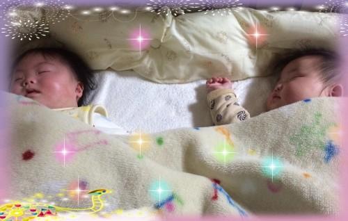 生後7ヶ月の双子の寝顔