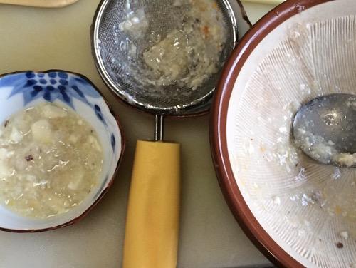 離乳食をすり鉢やこし器でとろとろにする