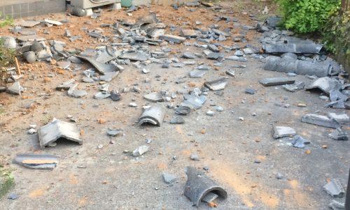 地震で落ちた屋根瓦