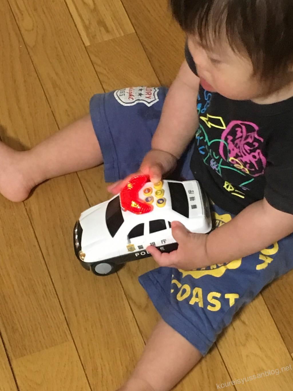 パトカーのおもちゃ