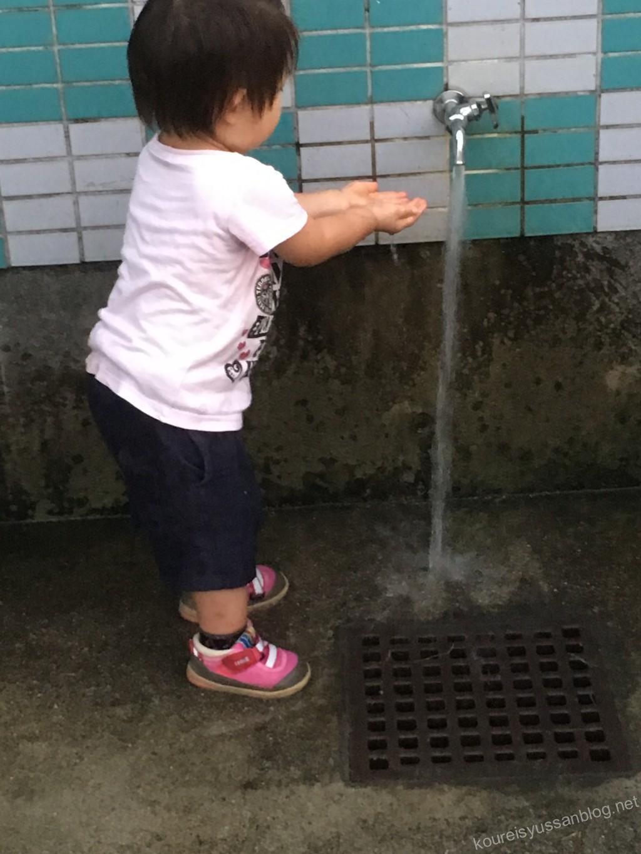 公園で手洗い